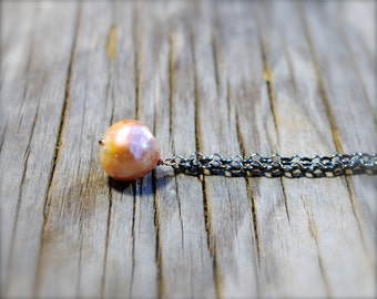 Baroque kasumi like pearl necklace. Large pink pearl pendant Wrinkled peach pearl necklace on oxidized sterling silver chain - MADE TO ORDER