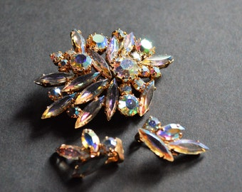 Elegant and Classic Design Vintage Aurora Borealis Brooch and Clip Earring Set – Designed to Dazzle