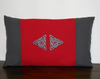 Cushion Celtic embroidered Trinity personalized with your colors, rectangle 30 x 50 cm