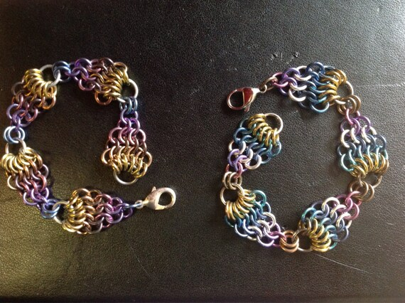 Mermaid bracelet in anodized Niobium