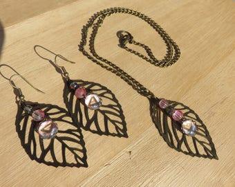 Pink bronze leaves adornment