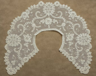 "Vintage Lace Collar Ivory 6 3/4"" Wide Hook & Loop Closure"