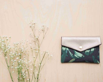 Marthe: little wallet made of tropical print cotton with an iridescent leather flap.
