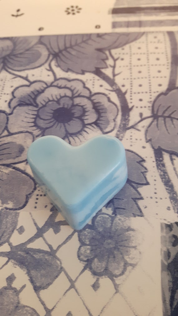 Baby powder wax melts.  Vegan eco friendly soy wax melts.  Hand poured scented soy wax melts for oil burners.  Made in Wales