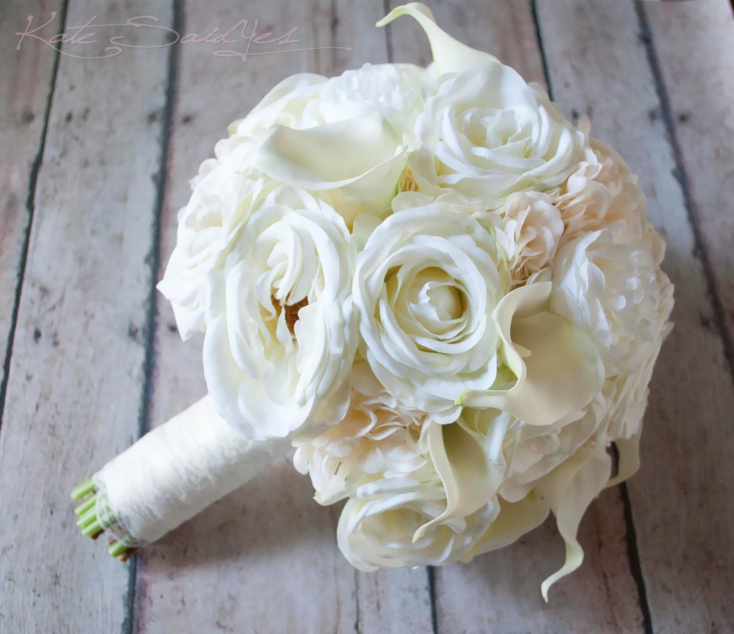 zoom - Garden Rose And Hydrangea Bouquet