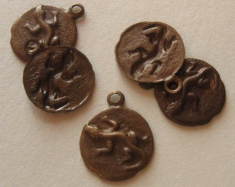 3 Antiqued brass tiny lizard charms 9.5mm