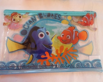 providing school set of stationery including 1 Kit nemo and dorie, Disney