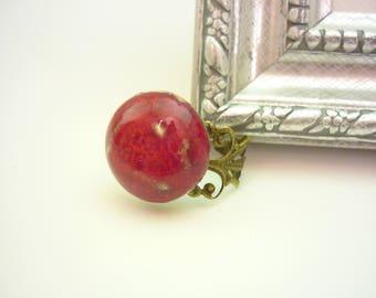 bague rouge, bague reglable, cabochon en ceramique, bague chic, rouge passion, bijou fait main,bijou artisanal,made in France