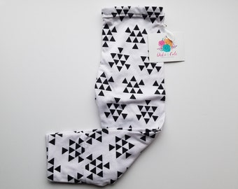 18 Month Geo Triangle White with Black