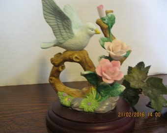 Vintage Love dove bird figurine ceramic  no markings.