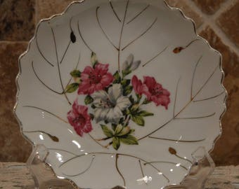 "Ucago Ceramics Japan~Vintage Leaf Shaped Dish~7.25""x7.5""~Vibrant~Candy Dish~Nice~"