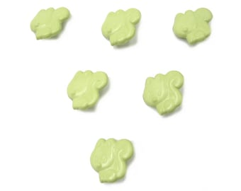 LOT 6 buttons: Squirrel Green 15mm