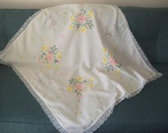 Vintage, embroidered, tablecloth, Royal residences,  ER,  royal, Winsor, Balmoral , Buckingham Palace, Sandringham.