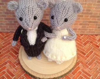 Ready made Bride and Groom mice, wedding mice, wedding cake topper, cheese tower topper, wedding, knitted mice, hand knitted