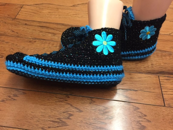 tennis shoes house blue slippers blue flower Womens slippers Crocheted sneakers slippers crochet 10 tennis shoes shoes 425 sneaker 8 flower 1SdZq