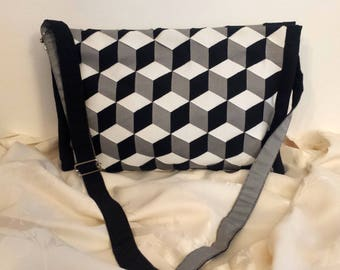 Woman bag in white, black and grey with shoulder strap