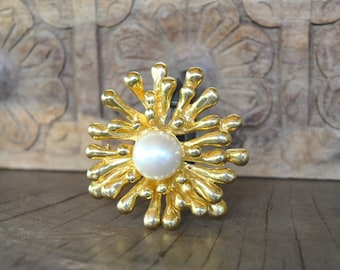 Vintage GOLDEN Sun  signed VO Made in USA  women's gold tone  brooch .....