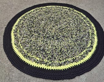 Crocheted round rug, violet and yellow, Brown and black.  Diam. 120 cm. REF E.003