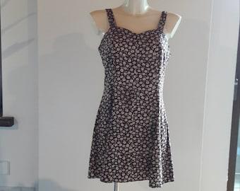 90s maroon daisy floral print babydoll skater dress Blumenkleid