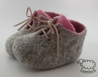 Felted booties, Pink and gray slippers, Handmade baby shoes, Leather laces, Gift for baby girl, Pram shoes, Baby photo prop, Newborn outfit