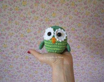 Little garden owl - Emerald and lime green stripes - crocheted in cotton