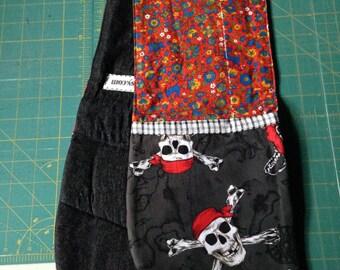 Dual Oven Mitt: Pirate Skulls