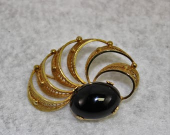 Vintage Sorrento gold filled filigree pinbrooch, black cabochon round polished stone excellent condition