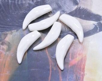 18 animal teeth, animal fangs, pointed teeth, ivory resin fangs, sharp teeth, curved sharp ivory, teeth jewelry, faux teeth, fangs 40x12mm
