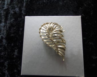 Vintage B S K Signed Silver Tone Brooch Pin #E14