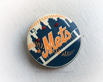 1984 Large Mets Baseball Pin Back Badge Round Vintage Pinback Back with Battery Operated Lights