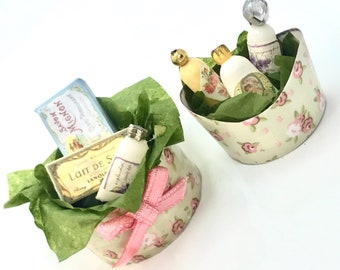 Shabby baskets set for your bathroom cabinet