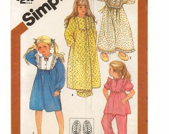 """A Long/Short Sleeve Pajamas, Long/Short Nightgown, Long Robe and Slippers Pattern for Children: Uncut - Size 4, Breast 23"""" • Simplicity 6135"""