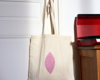Tote bag vulva #5 / hand-embroidered