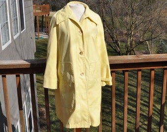 Yellow Misty Harbor raincoat. Spring jacket. Water resistant coat. Size 14 rain wear.