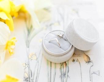 Velvet Ring Box - Ring Box - Wedding - Engagement ring box - Proposal Ring Box - Personalized Gift - Round - Light grey