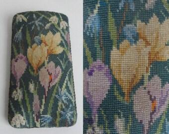 Lovely Green Hand Embroidered Eyeglass Case // Flower Print With Spring Flowers // Velvet Lining // Vegan