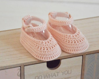 newborn baby shoes; crochet baby shoes; crochet baby boots; baby shower gift; baby booties;first baby shoes; gift for new mom; baby slippers