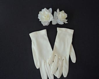 Beautiful French vintage girl's cream gloves (05112)