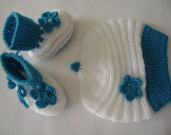 SALE Baby Set, Xmas Baby Gift,Hat and Booties, Baby Girl Set, 3 to 6 Months, Beanie and Booties, Soft and Warm, Winter Baby Beanie.