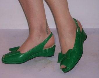 Adorable vintage green peep toe wedges w/huge bows US 7 - 7 1/2 / UK 5 - 5 1/2