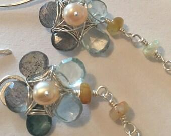 Daisy-earrings whit sunstone and aquamarine