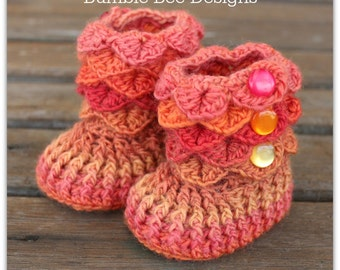Crocodile Stitch Baby Booties That Stay On / Baby Slippers / Baby Booties / rainbow / 0-6 months