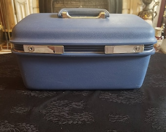 Vintage medium blue samsonite concord train case with key