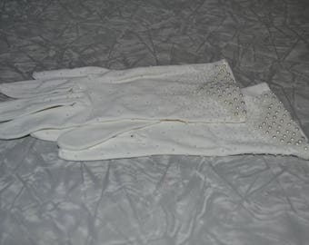 Vintage White Beaded Gloves ~ Pearl Seed Bead Gloves ~ Dress Gloves