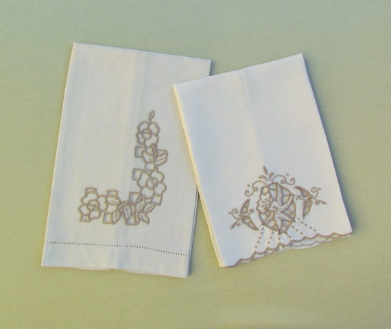 Hand Towels Lot: Vintage Guest Towels Lot Of 2 Embroidered Linen Towels Guest