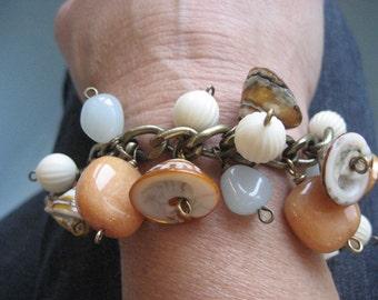 Seychellen-Bettelarmband, Glas Schalen, Jasper, Vintage Lucite-Cha-Cha-Armband, klobige Bettelarmband, Strand Stil Sommer Armband