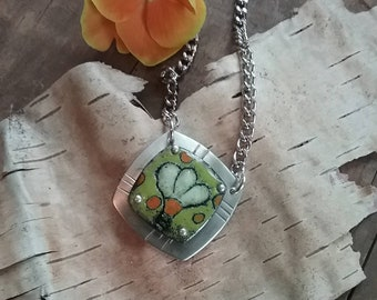 Torch fired enamel daisy necklace