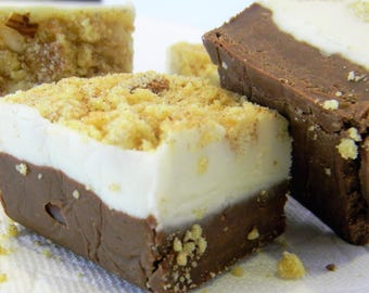 Julie's Fudge - GINGERBREAD Cheesecake with Snickerdoodle Crumble - One Pound