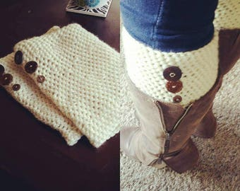Leg warmers with button accent