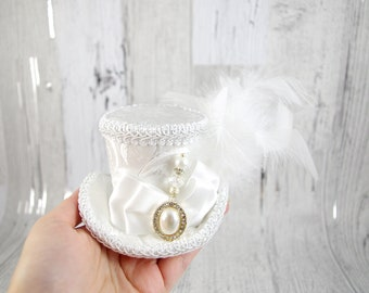 White on White Wedding Pearl Medallion Small Mini Top Hat Fascinator, Alice in Wonderland, Mad Hatter Tea Party, Derby Hat, Bridal Hat